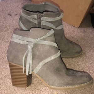 Express ankle boots size 8